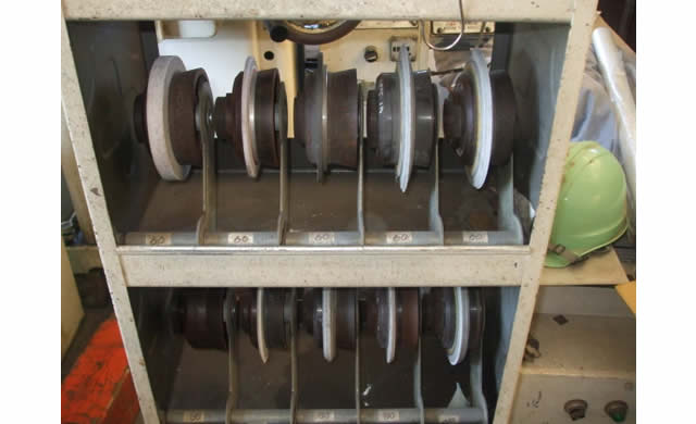 精密平面研削盤用フランジストッカー