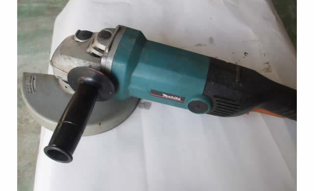 ディスクグラインダー GA7010C